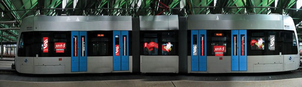 تبلیغات بر روی بدنه مترو